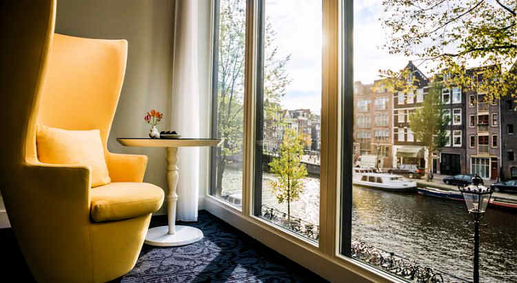 Canal view accommodations in Amsterdam