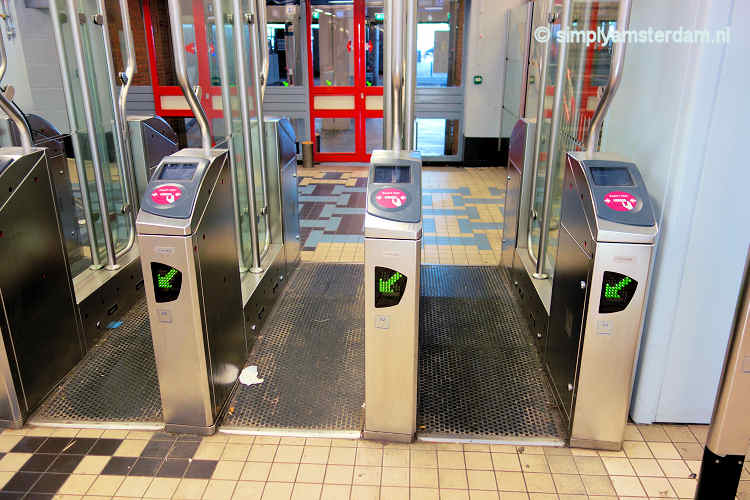 Check-out gate OV-chipcard @ Amsterdam Central Station