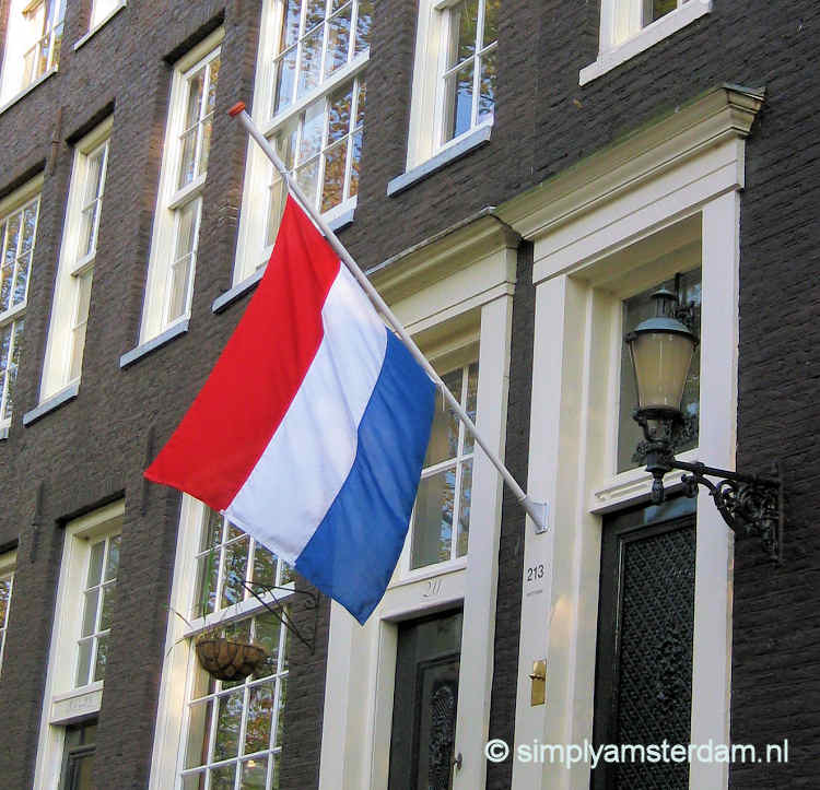 Flags half mast in Amsterdam because of plane crash