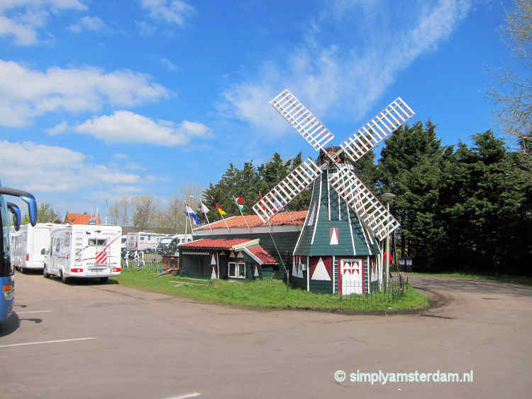 Simonehoeve, windmill model on driveway