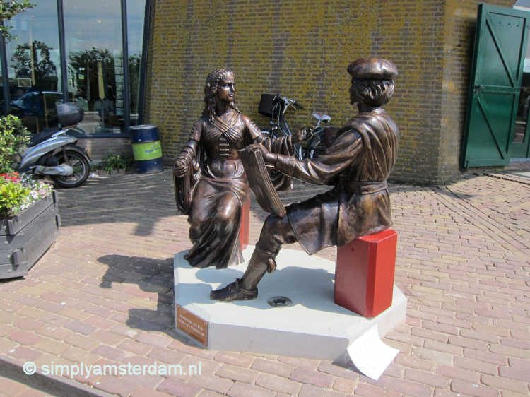 Statue of Rembrandt and his wife Saskia van Uylenburgh